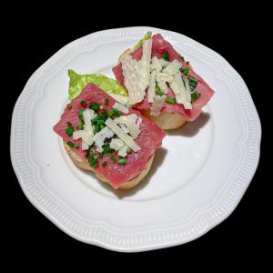 tomatenbruchetta met rundscapraccio